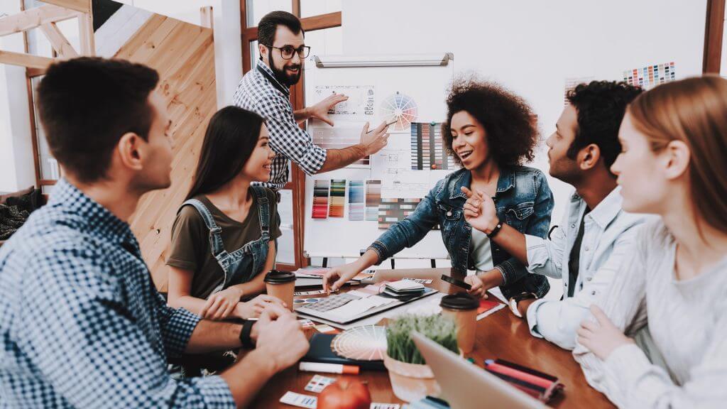 Damit potenzielle Bewerber auf der Karriere-Website verweilen, sollte das Corporate Design ansprechend gestaltet werden.