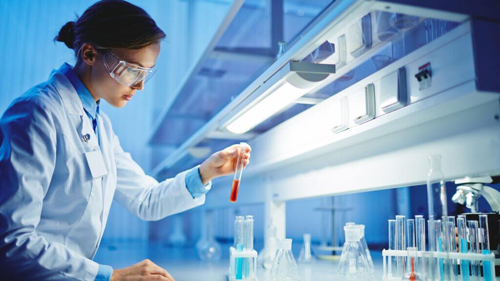 Chemie-Unternehmen suchen häufig spezialisierte Fachkräfte