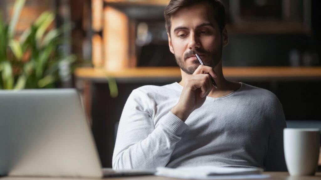 Arbeitgeber nachdenklich über Home Office