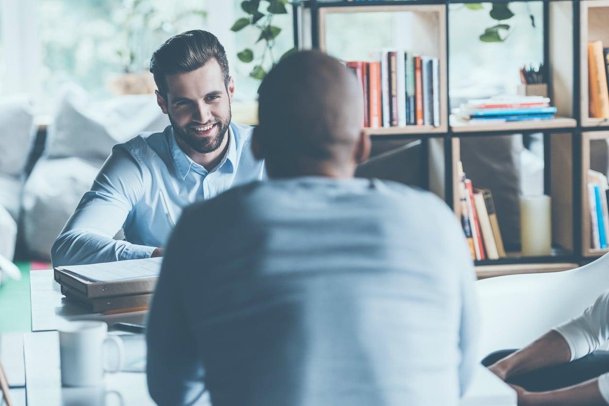 Bewerbungsgespräch Und Die Antworten Sitzen Stellenanzeigende