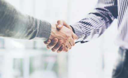 Business-Handschlag: der erste Eindruck