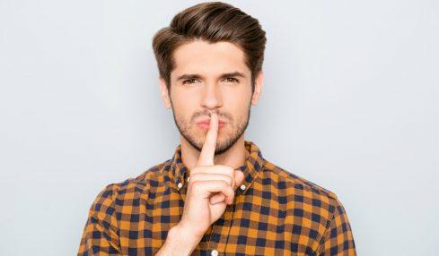 Geheimnisse im Job: Das dürfen Sie verschweigen.