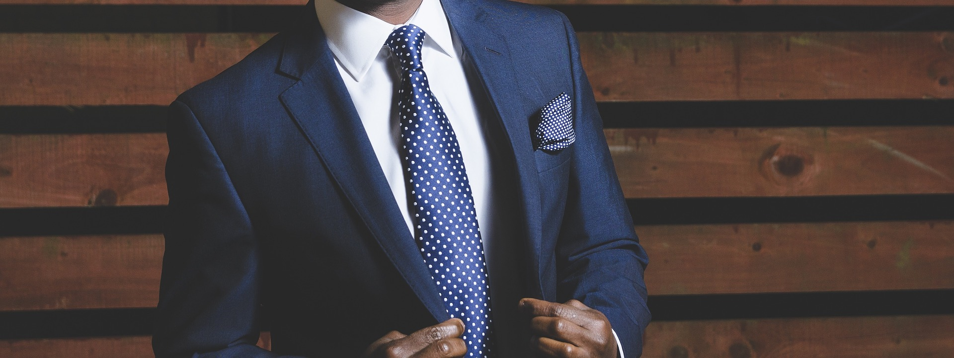 Wie man eine Krawatte richtig bindet