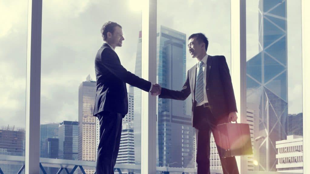 Tipps für Arbeitgeber - Handschlag international