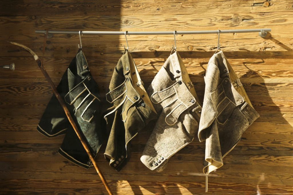 Kurze Lederhosen; Tracht