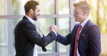 Handschlag unter Geschäftspartnern