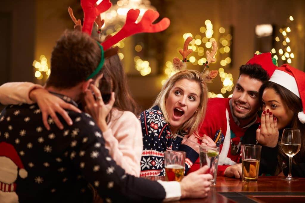 Weihnachtsfeier Flirt