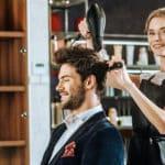 Friseur/in mit Kunden