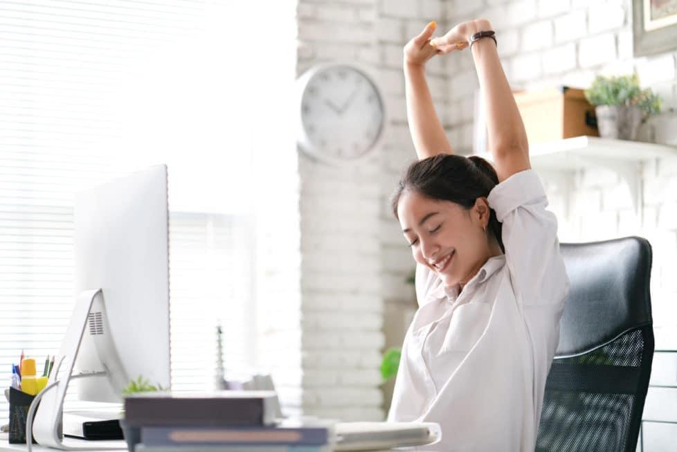 Stretchen in der Arbeit